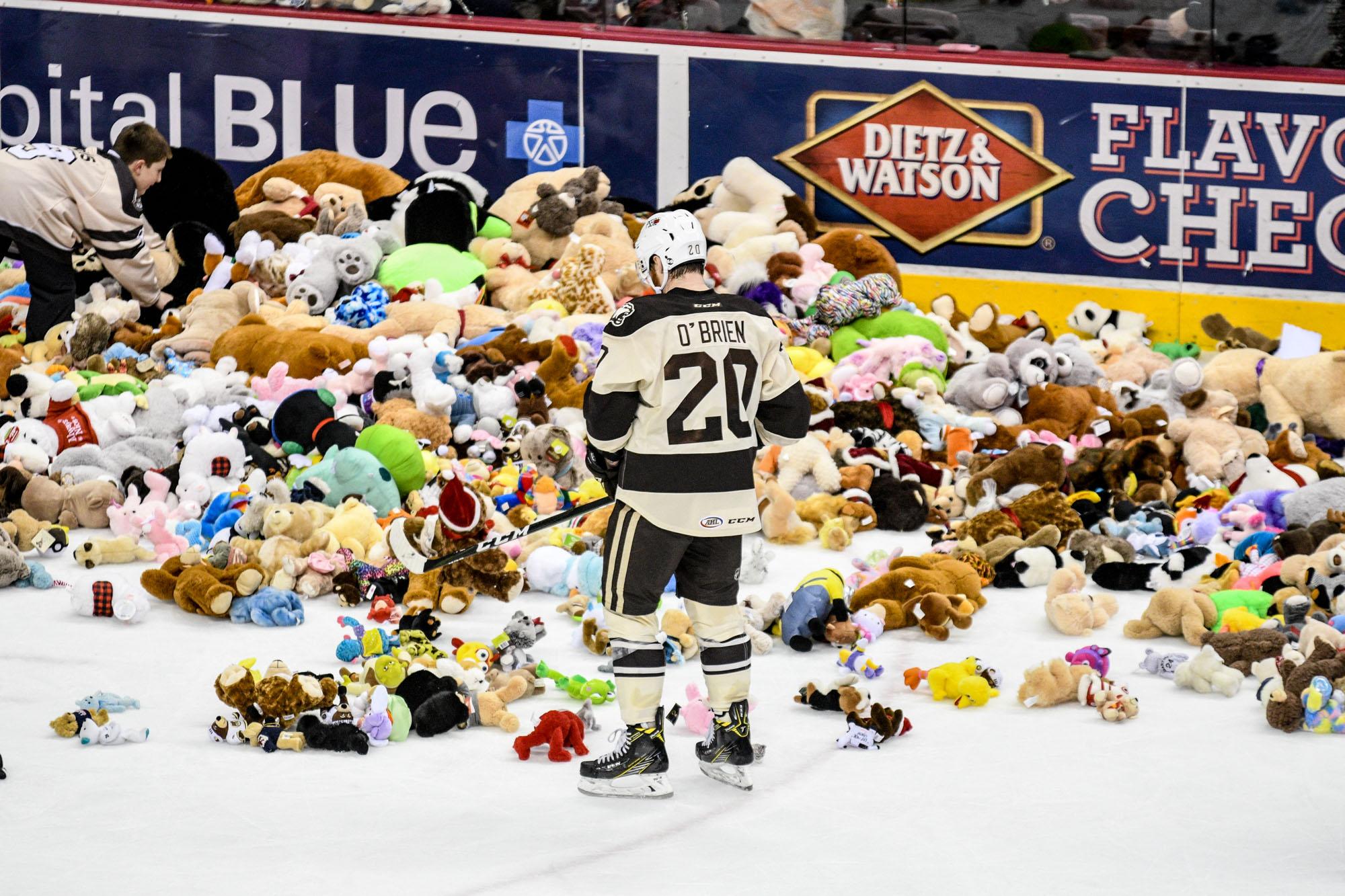 Hershey Bears Set Teddy Bear Toss Record 2017 10
