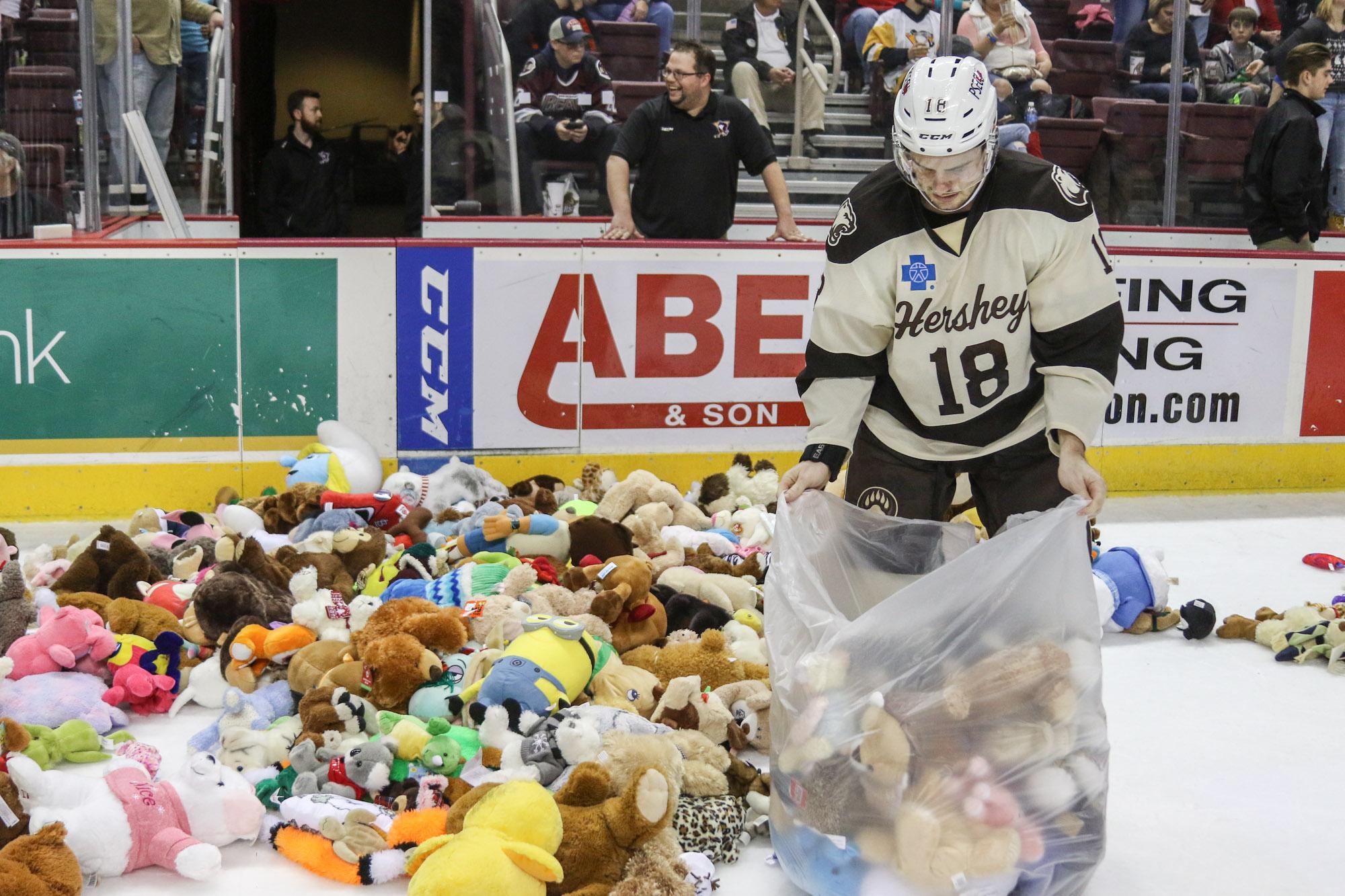 Hershey Bears Set Teddy Bear Toss Record 2017 18