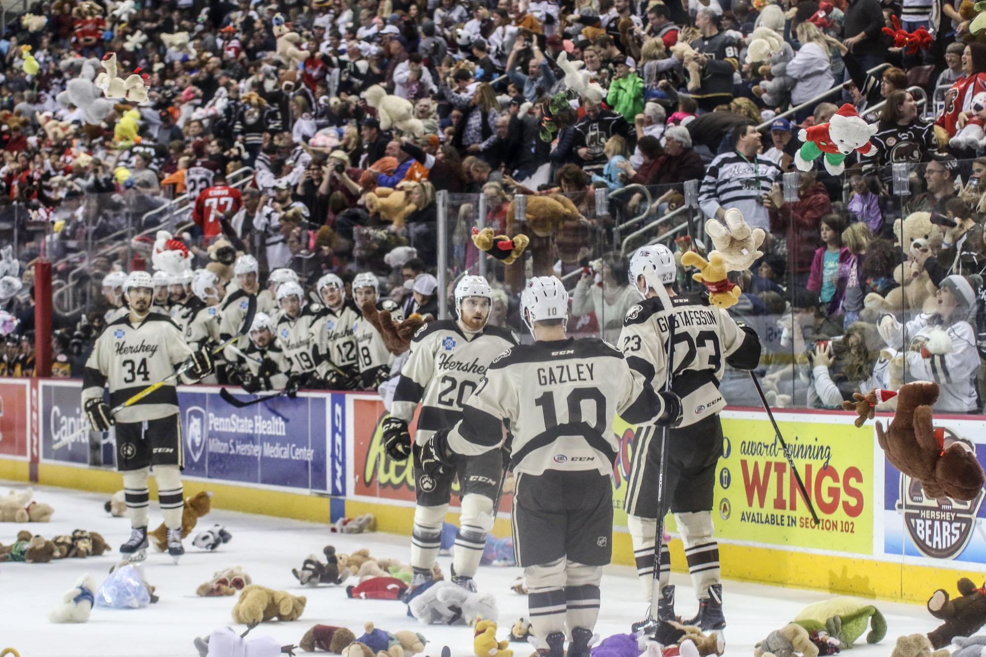 Hershey Bears Set Teddy Bear Toss Record 2017 3