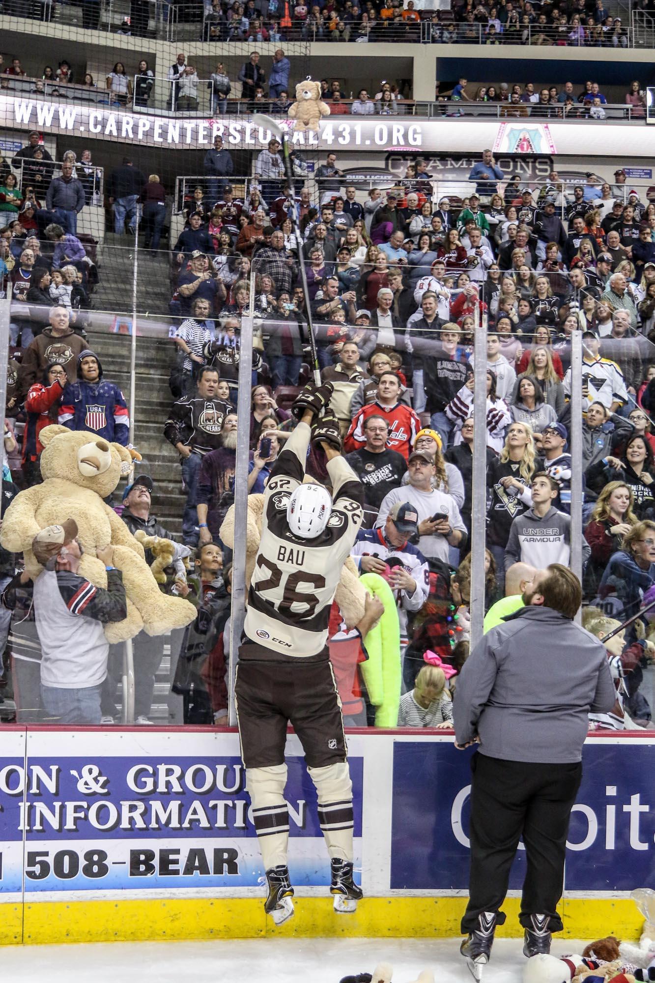 Hershey Bears Set Teddy Bear Toss Record 2017 8