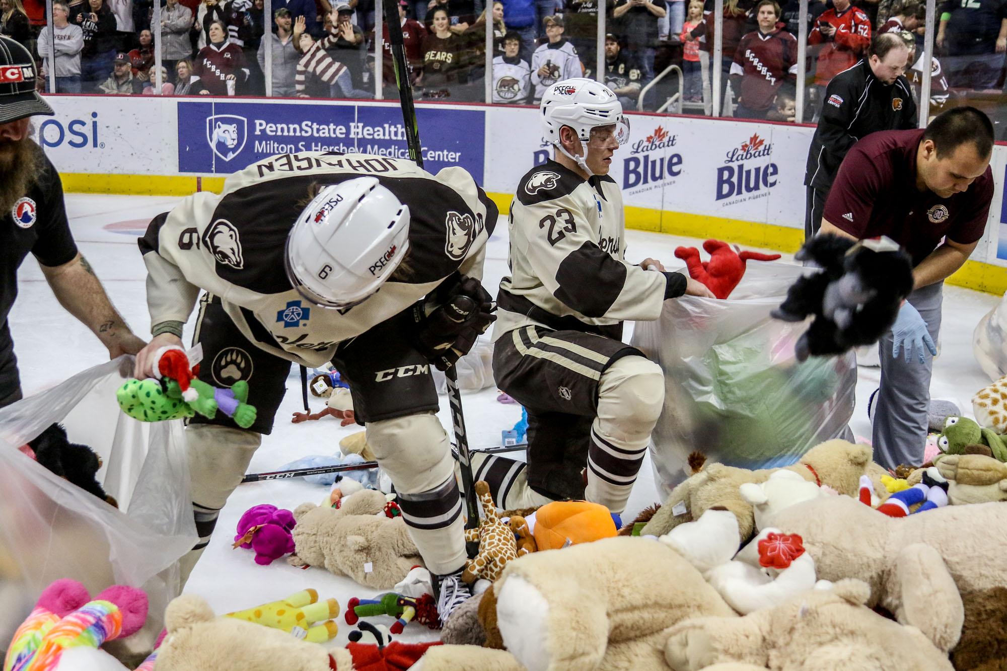 Hershey Bears Set Teddy Bear Toss Record 2017 9