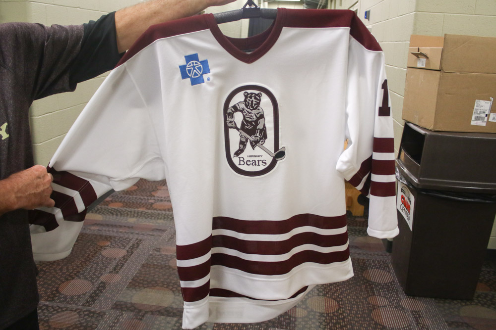 the best attitude 1cc57 203ab A Close Look at the 1980 Hershey Bears Throwback Jerseys